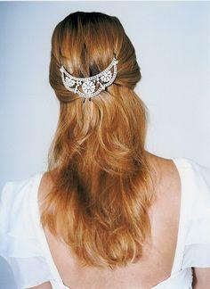 Para quem gosta de deixar os cabelos mais soltos, um estilo Romeu e Julieta  www.marietoscano.com.br