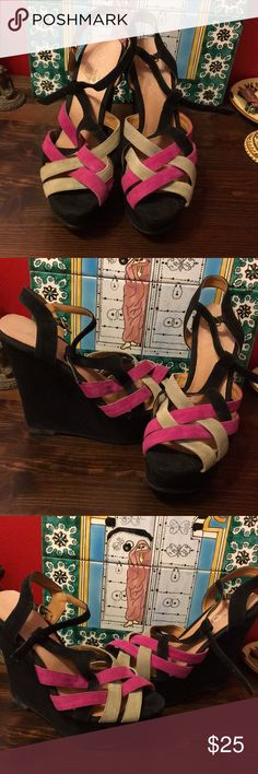 7.5 Aldo platform shoes Colorful Aldo platform shoes. Comfortable and easy to style. You'll be the life of the party. #used worn 4 times Aldo Shoes Platforms