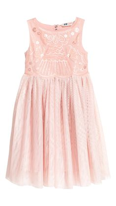 Sleeveless tulle dress with a sequined bodice and cut-out section and concealed press-studs at the back. Skirt in several layers of tulle. Tulle Dress, Sequin Dress, Pink Kids, Powder Pink, Dream Dress, Flower Girl Dresses, Flower Girls, Fashion Online, Bodice