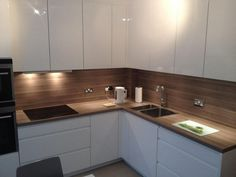25 easy simple kitchen design ideas you must try 23 Simple Kitchen Design, Kitchen Room Design, Kitchen Cabinet Design, Home Decor Kitchen, Interior Design Kitchen, New Kitchen, Home Kitchens, Modern Kitchen Cabinets, Kitchen Flooring