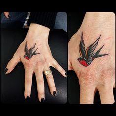 swallow-head, tatuaggi rondine studio di tatuaggi como vittoriatattoo via alessandro volta,49,22100 Como Italy Tattoos by Vittoria-Vittoriatattoo #tatuaggicomo #como #vittoriatattoo #toya #viaalessandrovolta #rondine #tatuaggi