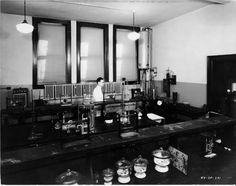 old laboratory pictures - Pesquisa Google