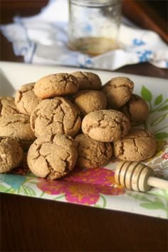 These cookies are gluten free, healthy and delicious! They& made with honey and coconut oil so it& a cane sugar free and dairy free dessert or snack. Rice Flour Cookies, Honey Cookies, Coconut Recipes, Gf Recipes, Cookie Recipes, Dessert Recipes, Sugar Free Desserts, Gluten Free Desserts, Gluten Free Cookies