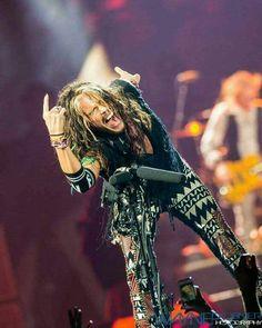 Liv Tyler 90s, Steven Tyler Aerosmith, Joe Perry, Walk This Way, Rock N Roll, Wonder Woman, Superhero, Concerts, Awesome