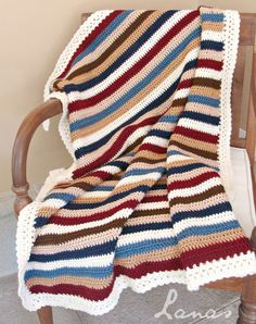 2 rows of dc's, in the following colors: beige, brown, cream, navy blue, country blue and wine red. All worsted yarn.  Lanas de Ana