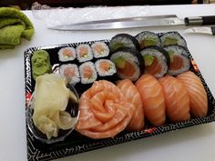 ࿅ ༻isabelladenis༺ ࿅ You are in the right place about Sushi tempura Here we offer you the most beautiful pictures about the Sushi burrito you are looking for. When you examine the ࿅ ༻isabelladenis༺ ࿅ p Sashimi, Nigiri Sushi, Cute Food, Yummy Food, Sushi Menu, Sushi Love, Food Porn, Fisher, Best Food Ever