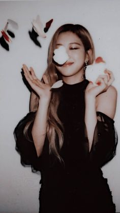 ROSé from blackpink *-* -Everyday start your own story be yourself hero - -no one will save you do it by your self or you'll stay there while they're growing- -even if you live for a day do Something - Kim Jennie, Kpop Girl Groups, Korean Girl Groups, Kpop Girls, Yg Entertainment, Blackpink Meme, Rose Park, Park Chaeyoung, Blackpink Jisoo