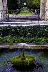 Inspirational gardens can be found in many places like Italy with incredible ideas! For more inspirations tap on the image.