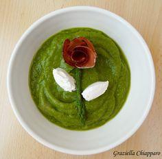 Crema di asparagi, una ricetta semplice e leggera per gustare gli asparagi. Ideale da gustare calda, fredda o come condimento di pasta o riso.