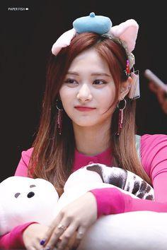 twice ♡ tzuyu Kpop Girl Groups, Korean Girl Groups, Kpop Girls, Girl Photo Poses, Girl Photos, Cute Girl Pic, Cool Girl, Beauty Full Girl, Beauty Women