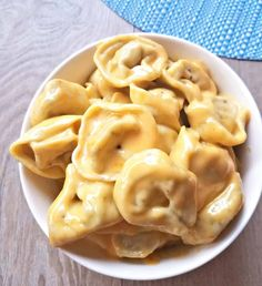 This Creamy Mac and Cheese Tortellini is an excellent recipe for you cheesy pasta lovers out there! Cheese Tortellini Recipes, Chicken Tortellini, Cheese Recipes, Pasta Cheese, Ham Recipes, Mac Cheese, Pasta Recipes, Soup Recipes, Best Macaroni And Cheese