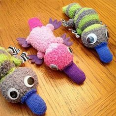 Sewing Stuffed Animals More adorable no-sew sock animals! Sewing Toys, Sewing Crafts, Sewing Projects, Sock Crafts, Fun Crafts, Crafts With Socks, Operation Christmas Child Boxes, Sewing Stuffed Animals, Sock Stuffed Animals