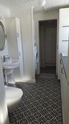 Kombinerad tvättstuga och badrum Toilet, Bathroom, Washroom, Flush Toilet, Full Bath, Toilets, Bath, Bathrooms, Toilet Room