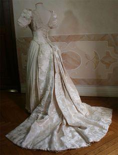 Ballgown by Lord & Taylor, ca 1888 New York, Abiti Antichi