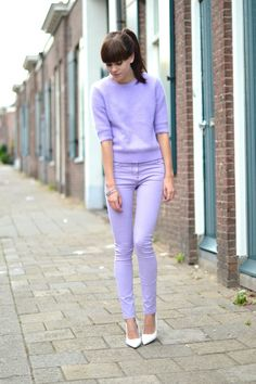 Mohair sweater: COS / High waist lilac skinny jeans: ASOS / Shoes: Mango /  Chain bracelets: ASOS