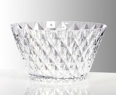 Functionality and style collide with our extensive selection of serveware and serveware sets suitable for any occasion. Large Salad Bowl, Salad Bowls, Kitchen Store, Serveware, Clear Acrylic, Entertaining, London, Table, Diner En Blanc