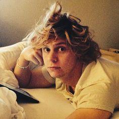 Evan Peters Messy morning hair *_*