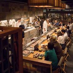 Corner Restaurant, Ramen Restaurant, Coffee Restaurants, Sushi Restaurants, Japanese Restaurant Design, Japanese Bar, Food Cart Design, Restaurant Identity, Noodle Bar