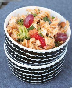 PESTO-PASTASALAATTI - Kaakao kermavaahdolla Pasta Salad, Pesto, Healthy, Ethnic Recipes, Food, Crab Pasta Salad, Hoods, Meals, Health