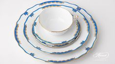 Herend porcelain Place Setting 5 Pieces – Herend Princess Victoria Blue. Princess Victoria, Dinner Sets, Place Settings, Dinner Plates, Fine China, 5 D, Wedding Gifts, Porcelain, Blue