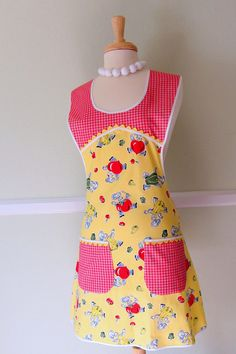 Vintage Apron with Red Bell Peppers   I am going to look for a pattern and some fabrics today!