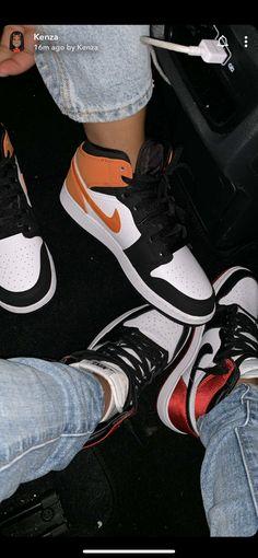 White Nike Shoes, Vans Shoes, Jordan Shoes Girls, Girls Shoes, Football Boyfriend Gifts, Casual Sneakers, Sneakers Fashion, Tumbr Girl, Nike Poster