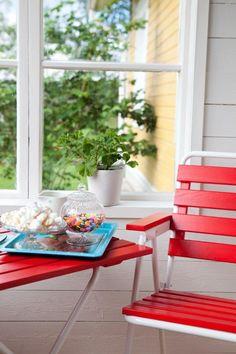 Retro Ulkokalustesetti - Varax Stol 305 och bord 401 Utemöbel - Varax chair 305 and table 401 retro garden set Outdoor Chairs, Outdoor Furniture, Outdoor Decor, Retro, Table, Home Decor, Decoration Home, Room Decor, Garden Chairs