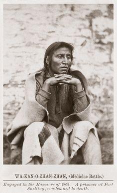 Wa-kan-o-zhan-zhan (Medicine Bottle) Native American Images, Native American Artists, Native American History, Native American Indians, Sioux Nation, Trail Of Tears, Native Art, First Nations, Fotografia