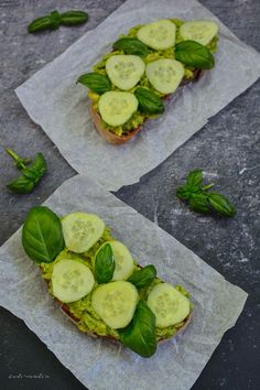 Pastă de avocado, castraveți și busuioc
