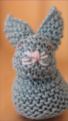 These are the easiest knitted bunny softies! Learn to Knit a Bunny from a Square with Video Tutorial by Studio Knit. These are the easiest knitted bunny softies! Learn to Knit a Bunny from a Square with Video Tutorial by Studio Knit. Easy Knitting, Knitting Stitches, Knitting Patterns Free, Crochet Patterns, Knitting Ideas, Quick Knitting Projects, Knitting Tutorials, Hair Tutorials, Crochet Amigurumi
