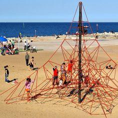 Barceloneta, kids playing
