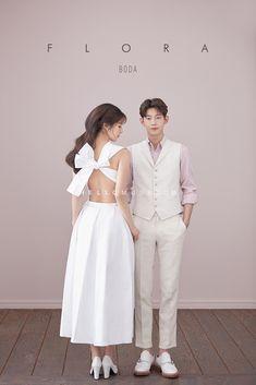 korean prewedding new sample photoshoot Pre Wedding Poses, Pre Wedding Photoshoot, Wedding Ideas, Korean Couple Photoshoot, Korean Wedding Photography, Groom Poses, Festa Party, Fashion Couple, Couple Posing