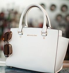 Michael Kors Out-let, 2016 Womens Fashion Styles Michael Kors Hamilton dollars, MK Handbags Out-let High-Quality And Fast-Delivery Here. Michael Kors Selma, Michael Kors Hamilton, Style Outfits, Pretty Outfits, Casual Outfits, Work Outfits, Spring Outfits, Christmas Bags, Christmas Shopping