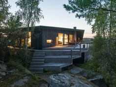 Black House Exterior, Summer Cabins, Beach Cottage Style, Villa, Grand Designs, Cabins In The Woods, Home Fashion, Traditional House, House Colors