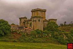 España El Castillo de Pambre recibe su nombre por el río que discurre a su lado, en el ayuntamiento de Palas de Rei, colindante conlas provincias de A Coruña y Pontevedra.