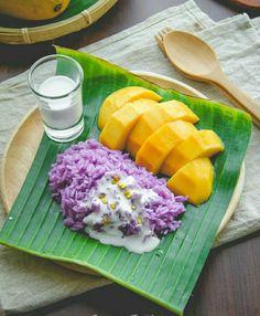 Ripe mango and sticky rice in coconut milk. Thai Dessert, Thai Recipes, Asian Recipes, Healthy Recipes, Food Design, A Food, Food And Drink, Mango Sticky Rice, Food Porn