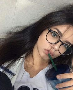 Semi-naked sexy teen girls with glasses Cute Glasses, Girls With Glasses, Glasses Frames, No Make Up Make Up Look, Fashion Eye Glasses, Selfie Poses, Selfie Tips, Wearing Glasses, Photos Tumblr
