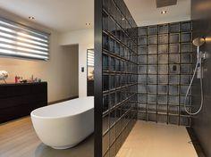 Douchewand met glazenbouwstenen Mendini Collection Black 30% Mamas And Papas, Wabi Sabi, My Design, Master Bedroom, New Homes, Bathtub, Bathroom, Furniture, Chinese