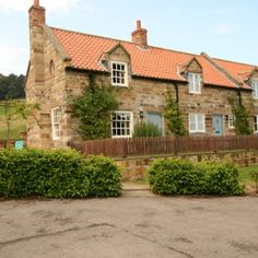 Mulgrave Estate Holiday Cottages, Sandsend, Whitby, North Yorkshire. Pet Friendly Self Catering Holiday Accommodation in England.