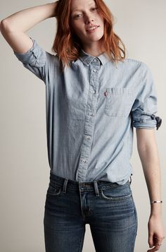 You know those women who just 'throw on a shirt' and look amazing? This is that shirt. Relaxed boyfriend fit, effortless Levi's style.