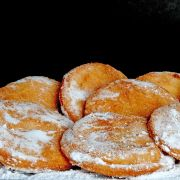 Appelbeignets recept Beignets, Dutch Recipes, Baking Recipes, Dutch Kitchen, Baked Doughnuts, Sweet Pastries, Christmas Cooking, Party Snacks, High Tea