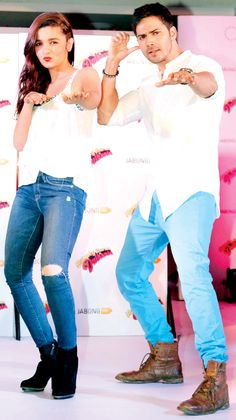'Humpty Sharma Ki Dulhaniya' actors Alia Bhatt and Varun Dhawan put on their dancing shoes at the launch of an exclusive collection by a fashion website.***