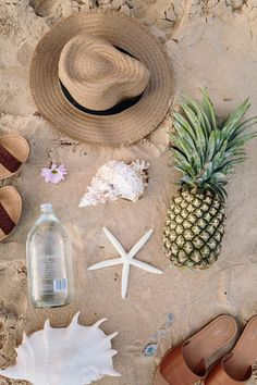 Cute flatlay to do once on vacation/location Summer Vibes, Summer Feeling, Summer Of Love, Summer Beach, Summer Fun, Happy Summer, Happy Weekend, Beach Day, Flat Lay Photography