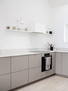 Minimal Kitchen Design, Kitchen Room Design, Contemporary Kitchen Design, Minimalist Kitchen, Kitchen Interior, Modern Contemporary, Beige Kitchen, New Kitchen, Kitchen Ideas