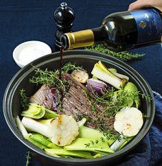 Kolmen sipulin hirvipaisti | Reseptit | Anna.fi Just Eat It, Bon Appetit, Food Styling, Cooking Recipes, Koti, Drinks, Ethnic Recipes, Anna, Drinking