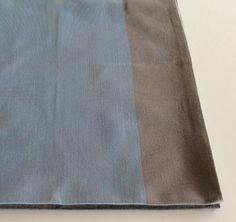 Canovaccio in cotone colore azzurro con banda colore grigio.