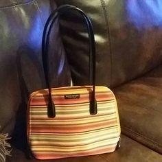 COUNtERFEIT!  kate spade Handbags - Nice hend bag