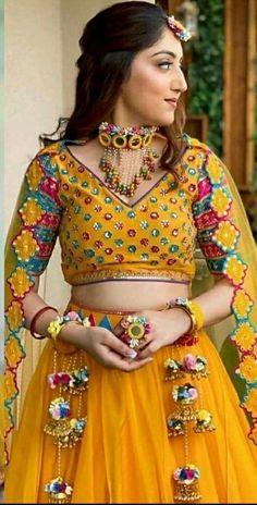 Indian Fashion Dresses, Fashion Outfits, Indian Outfits, Wedding Lehenga Designs, Saree Wedding, Wedding Wear, Wedding Bride, Wedding Dress, Flower Jewellery For Mehndi