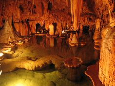 Cool, would love to see this! Onondaga Cave in Missouri. This is a show cave (think walkways and some lights) but this chamber is still pretty spectacular. The Places Youll Go, Great Places, Places To See, Beautiful Places, Dream Vacations, Vacation Spots, Missouri Caves, State Parks, Cool Photos