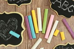 These edible candy chalk sticks and cookie chalkboards make a cute and unique gift! Give them to a favorite teacher, or let the kids play with them!
